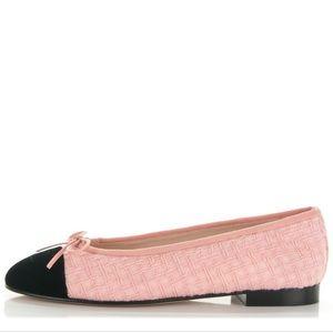 Chanel - Tweed/Velvet cap toe flats